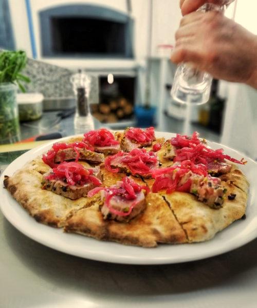 pizza-gourmet-tonno-cipolle-tropea-sorso-sasa